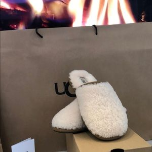 UGG W PEARLE CURLY CUR SLIPPERS